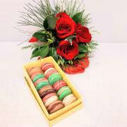 red roses bouquet with macarons
